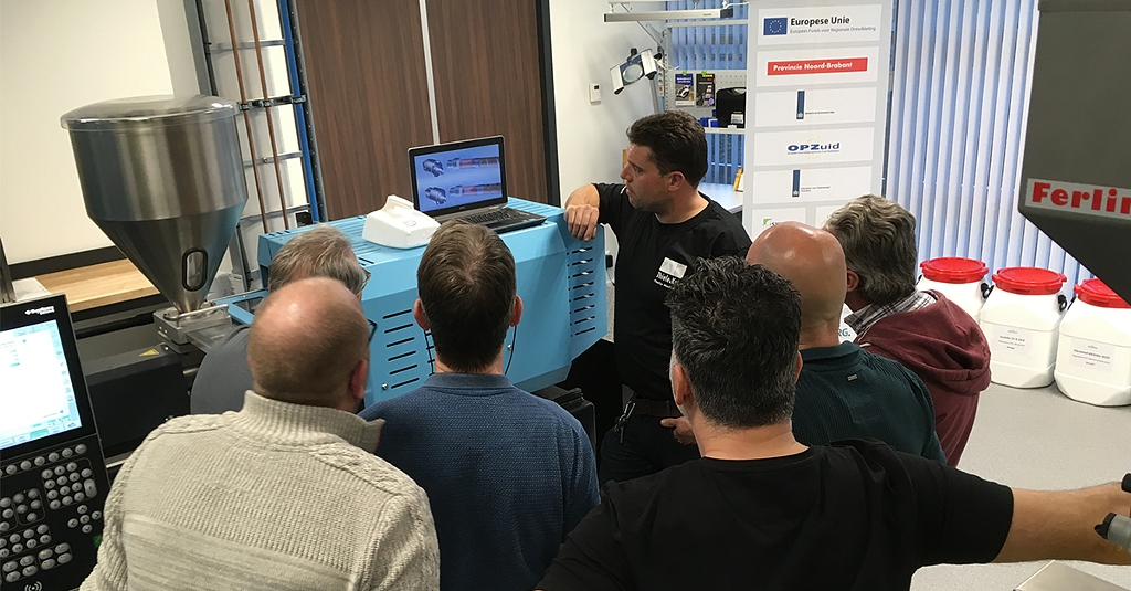 Training on a Sumitomo Demag IntElect 50